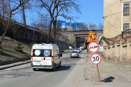 """Рух транспорту під """"аркою"""" по вулиці Ельворті тимчасово перекривається в обох напрямках"""