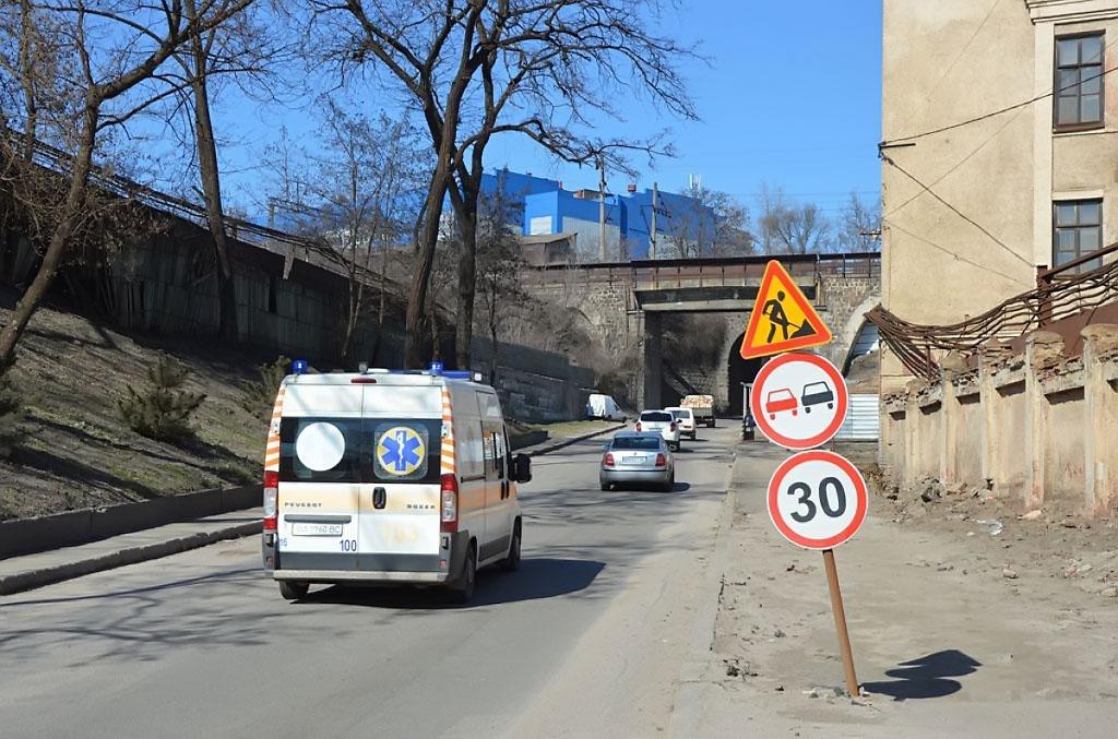 """Рух транспорту під """"аркою"""" по вулиці Ельворті тимчасово перекривається в обох напрямках - 1 - За кермом - Без Купюр"""