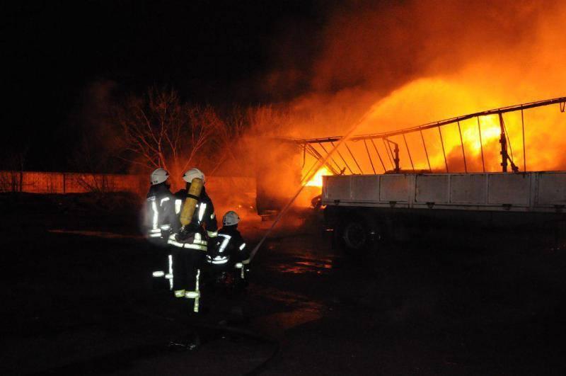 Без Купюр Пожежу від вибуху газової заправки у Кропивницькому локалізували. ФОТО Події  пожежа Кропивницький газова заправка