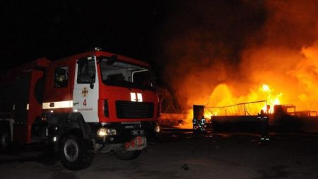 Пожежу від вибуху газової заправки у Кропивницькому локалізували. ФОТО