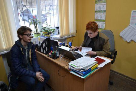 У Кропивницькому 18-річні містяни скаржаться, що їх не внесли в державний реєстр виборців. ФОТО