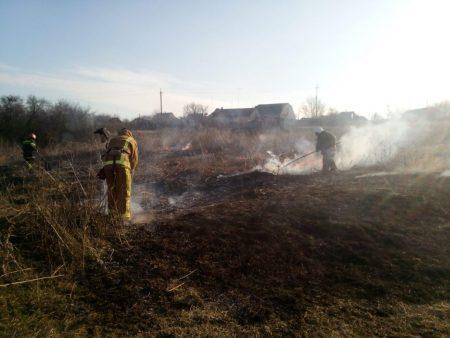 Попри попередження, жителі Кіровоградщини продовжують палити траву