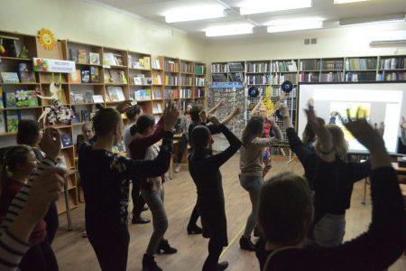 У Кропивницькому влаштували танці у бібліотеці. ФОТО