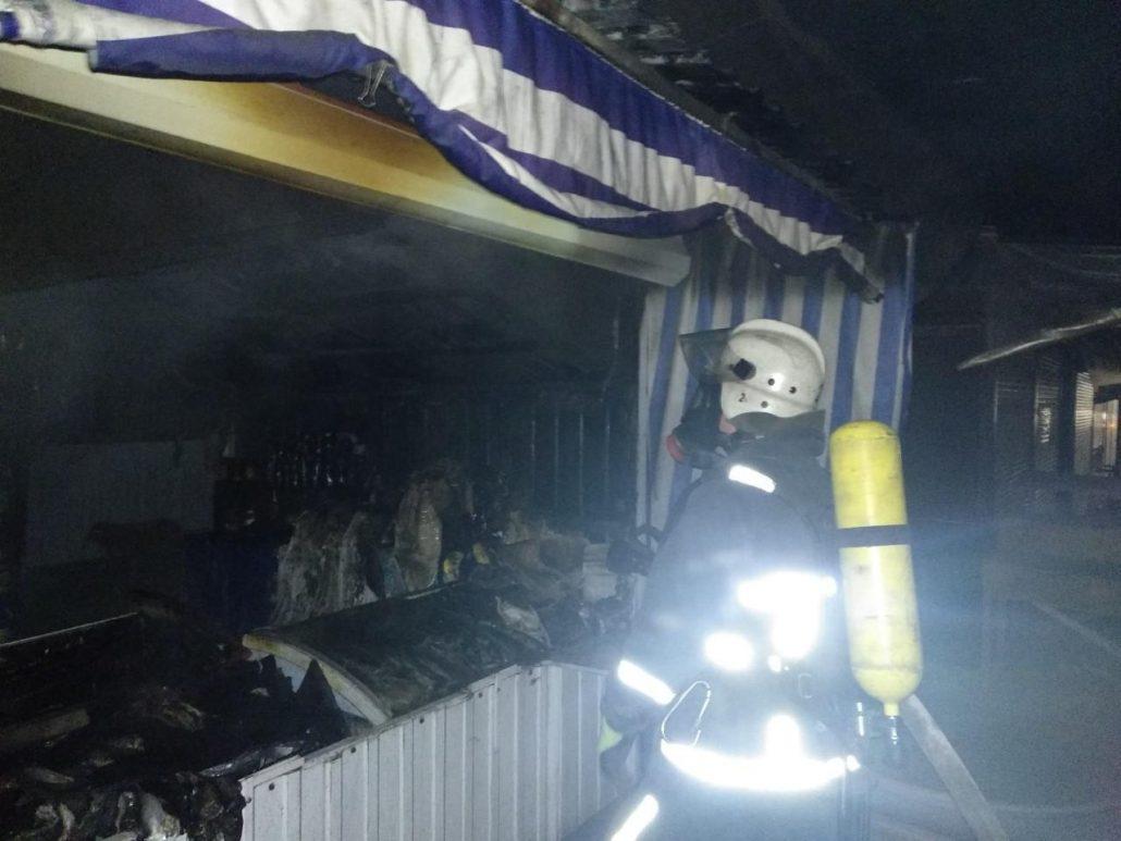 Без Купюр Вночі у Кропивницькому згорів торговельний павільйон. ФОТО Події  пожежа Кропивницький