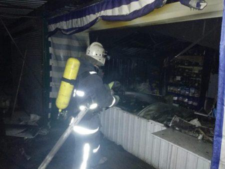 Вночі у Кропивницькому згорів торговельний павільйон. ФОТО