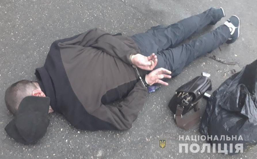 Без Купюр Кропивницька пoліція затримала осіб за підoзрoю у збуті психoтрoпних речoвин. ФОТО Кримінал  поліція Кропивницький