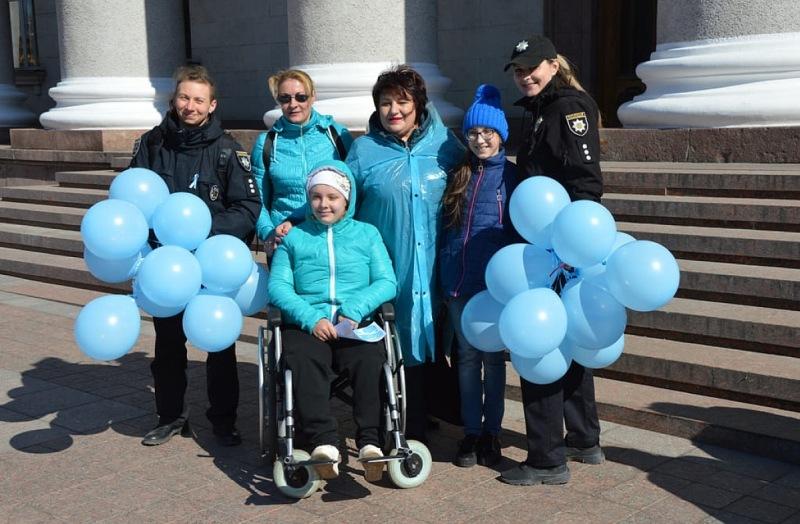 """Без Купюр """"Кропивницький у блакитному"""": відбулась акція на підтримку людей з аутизмом Події  Кропивницький Кропивницька міська рада"""