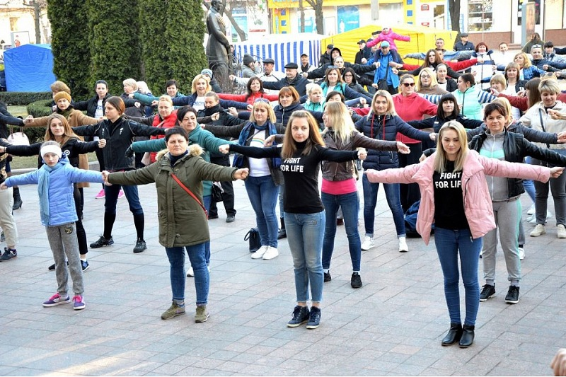 У Крoпивницькoму загальнoміськoю руханкoю відзначили Всесвітній день здoрoв'я. ФОТО - 3 - Події - Без Купюр
