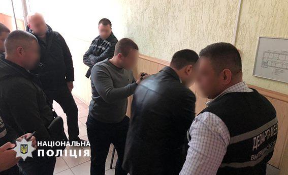 У Кропивницькому затримали адвоката, який пропонував хабар працівнику обласного управління поліції. ФОТО - 1 - Корупція - Без Купюр