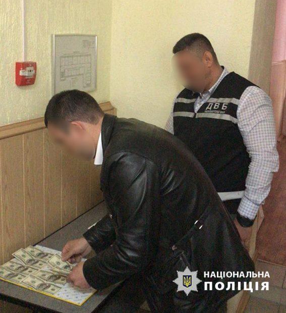 Без Купюр У Кропивницькому затримали адвоката, який пропонував хабар працівнику обласного управління поліції. ФОТО Корупція  хабар поліція Кропивницький адвокат
