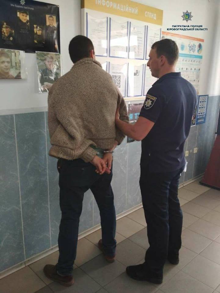 """Поліцейські затримали активістів """"КДК"""", які провокували патрульних. ФОТО - 4 - Кримінал - Без Купюр"""