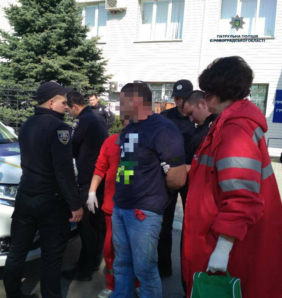 """Без Купюр Поліцейські затримали активістів """"КДК"""", які провокували патрульних. ФОТО Кримінал  Патрульна поліція Кропивницький"""