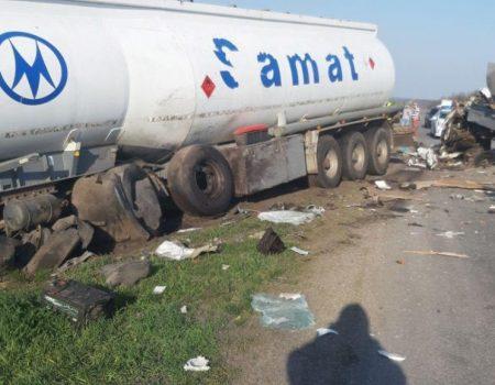 Рятувальники ліквідували наслідки ДТП за участі бензовоза. ФОТО, ВІДЕО