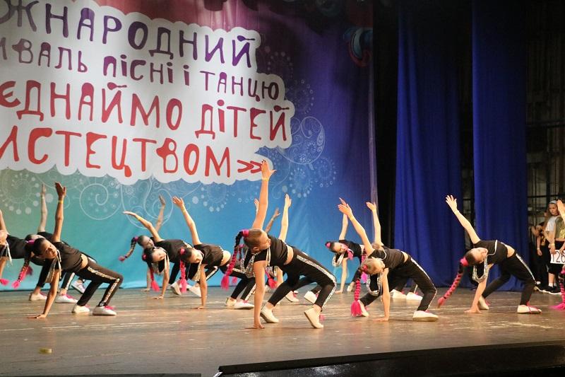 У Кропивницькому стартувала конкурсна частина Міжнародного фестивалю «Об'єднаймо дітей мистецтвом». ФОТО - 18 - Культура - Без Купюр