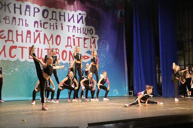 У Кропивницькому стартувала конкурсна частина Міжнародного фестивалю «Об'єднаймо дітей мистецтвом». ФОТО - 17 - Культура - Без Купюр