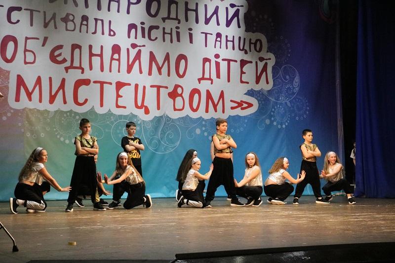 У Кропивницькому стартувала конкурсна частина Міжнародного фестивалю «Об'єднаймо дітей мистецтвом». ФОТО - 16 - Культура - Без Купюр
