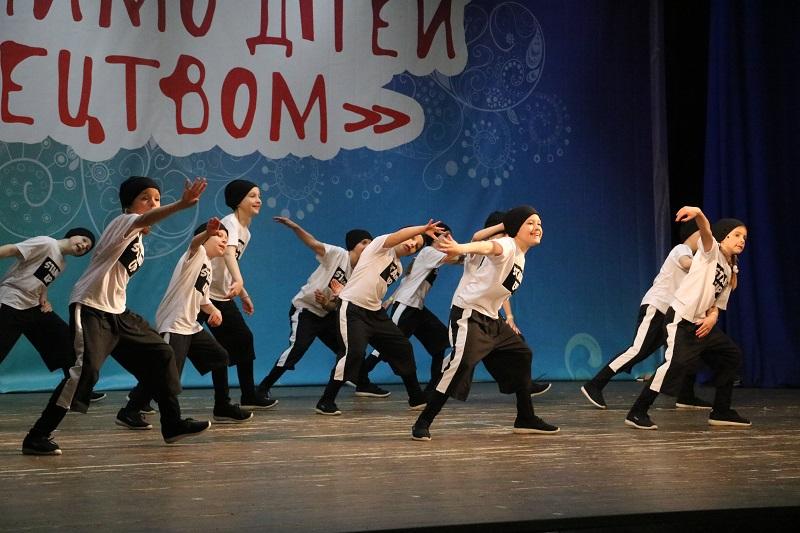 У Кропивницькому стартувала конкурсна частина Міжнародного фестивалю «Об'єднаймо дітей мистецтвом». ФОТО - 14 - Культура - Без Купюр