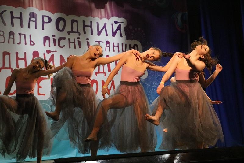 У Кропивницькому стартувала конкурсна частина Міжнародного фестивалю «Об'єднаймо дітей мистецтвом». ФОТО - 7 - Культура - Без Купюр