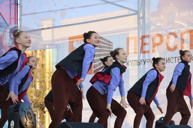 Святковим концертом у Кропивницькому відкрили Міжнародний фестиваль пісні й танцю. ФОТО - 1 - Події - Без Купюр