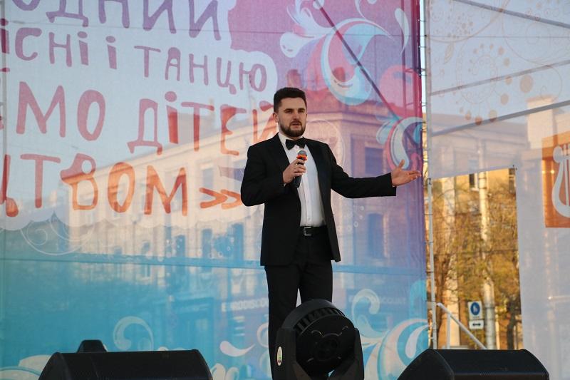 Святковим концертом у Кропивницькому відкрили Міжнародний фестиваль пісні й танцю. ФОТО - 6 - Події - Без Купюр