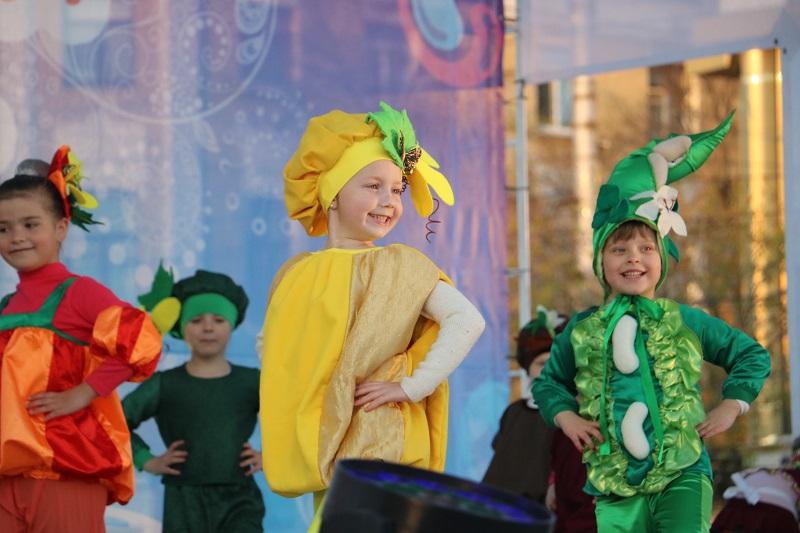 Святковим концертом у Кропивницькому відкрили Міжнародний фестиваль пісні й танцю. ФОТО - 2 - Події - Без Купюр