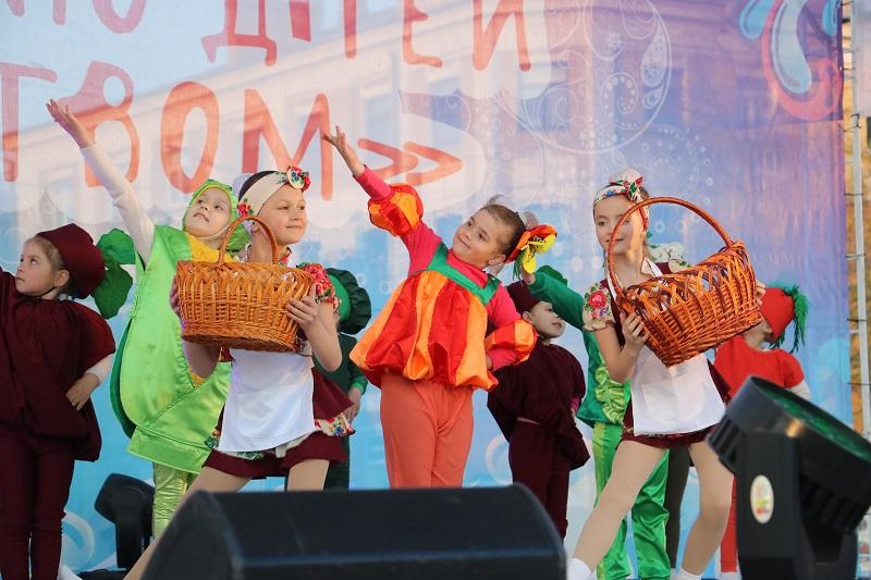 Святковим концертом у Кропивницькому відкрили Міжнародний фестиваль пісні й танцю. ФОТО - 3 - Події - Без Купюр