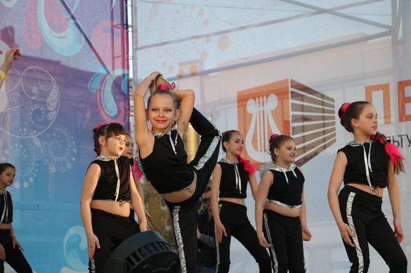 Святковим концертом у Кропивницькому відкрили Міжнародний фестиваль пісні й танцю. ФОТО - 5 - Події - Без Купюр