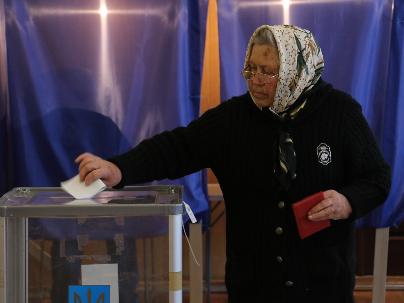 Вибори Президента: як голосують у Кропивницькому. ФОТО Фото 6 - Політика - Без Купюр - Кропивницький