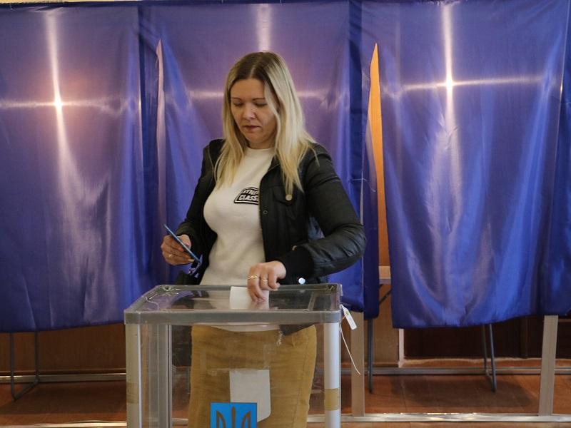 Вибори Президента: як голосують у Кропивницькому. ФОТО Фото 3 - Політика - Без Купюр - Кропивницький