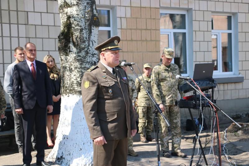 """""""Ви маєте змінювати філософію армії"""": як у Кропивницькому відправляли строковиків на службу. ФОТО - 3 - Події - Без Купюр"""