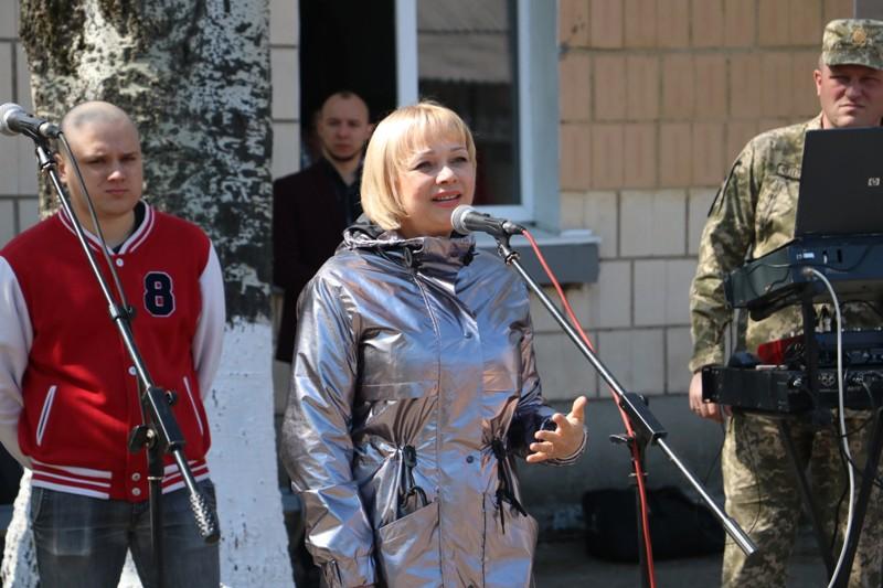"""Без Купюр """"Ви маєте змінювати філософію армії"""": як у Кропивницькому відправляли строковиків на службу. ФОТО Події  Кропивницький Кіровоградський обласний військкомат весняний призов"""