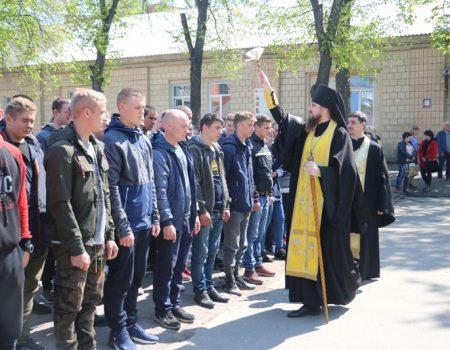 """""""Ви маєте змінювати філософію армії"""": як у Кропивницькому відправляли строковиків на службу. ФОТО"""