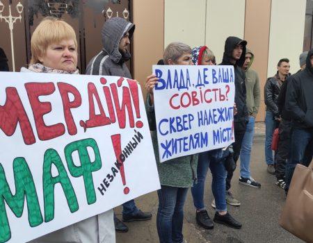 Люди бідкаються, влада розводить руками, МАФ на Набережній у Кропивницькому працює. ФОТО