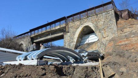 """""""Укрзалізниця"""" вимагає компенсацію через зміни в русі потягів, пов'язані з будівництвом арки в Кропивницькому"""