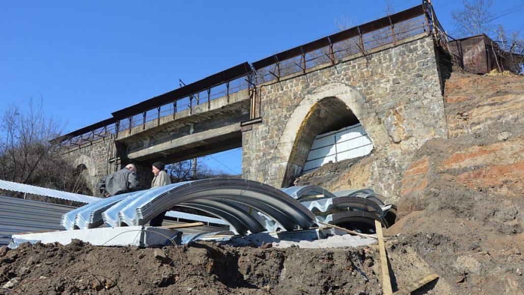 """Без Купюр Рух під """"Аркою"""" повністю зупинили, з 30 травня почнуть монтаж За кермом  Кропивницький Ельворті арка"""