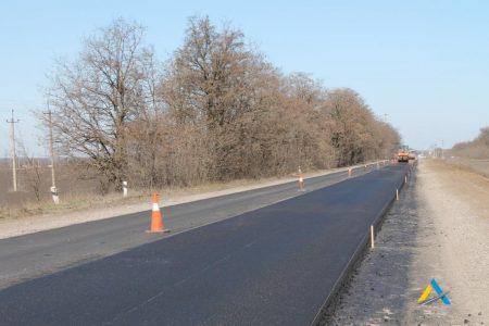 На дорозі Н-14 влаштували більше 2 км вирівнюючого шару. ФОТО
