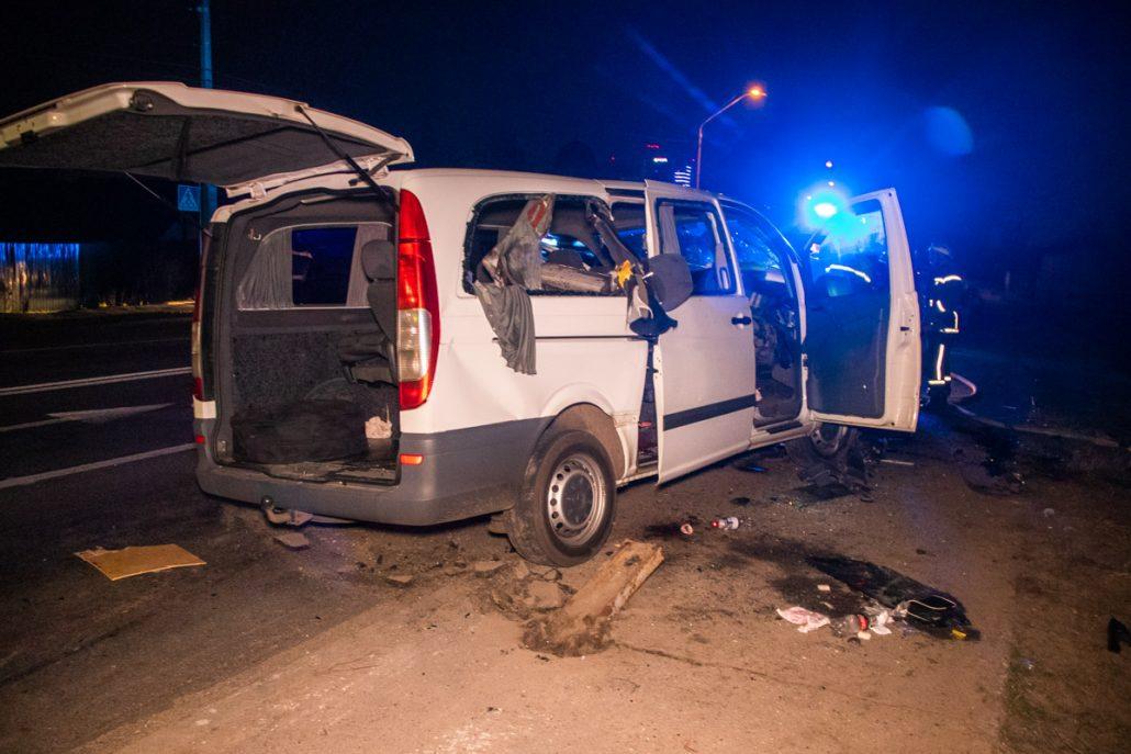 Без Купюр Мікроавтобус з Кропивницького зіткнувся з відбійником поблизу Києва За кермом  Кропивницький ДТП відбійники