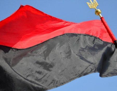 Кіровоградщина: на будівлі селищної ради підняли червоно-чорний прапор