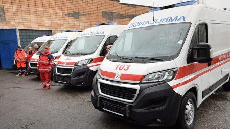 """Кропивницькі медики закупили реанімобілі у фірми, батько власника якої працює в """"ДНР"""""""
