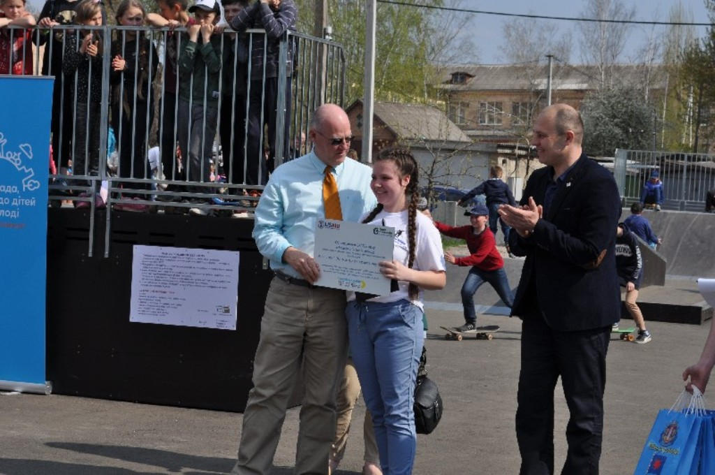 У Новоукраїнці відкрили скейт-парк для молоді, профінансований програмою DOBRE. ФОТО - 2 - Життя - Без Купюр