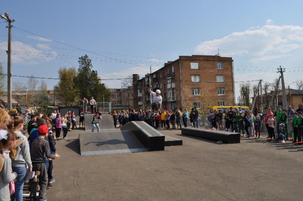 У Новоукраїнці відкрили скейт-парк для молоді, профінансований програмою DOBRE. ФОТО - 4 - Життя - Без Купюр