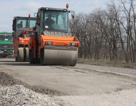 На Кіровоградщині дали друге життя дефектному шару покриття багатостраждальної траси Н-14. ФОТО
