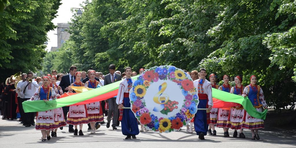 Без Купюр Сьогодні у Кропивницькому проходили одночасно три фестивалі Події  фестиваль вуличної їжі Кропивницький Калиновий спів Єврофест