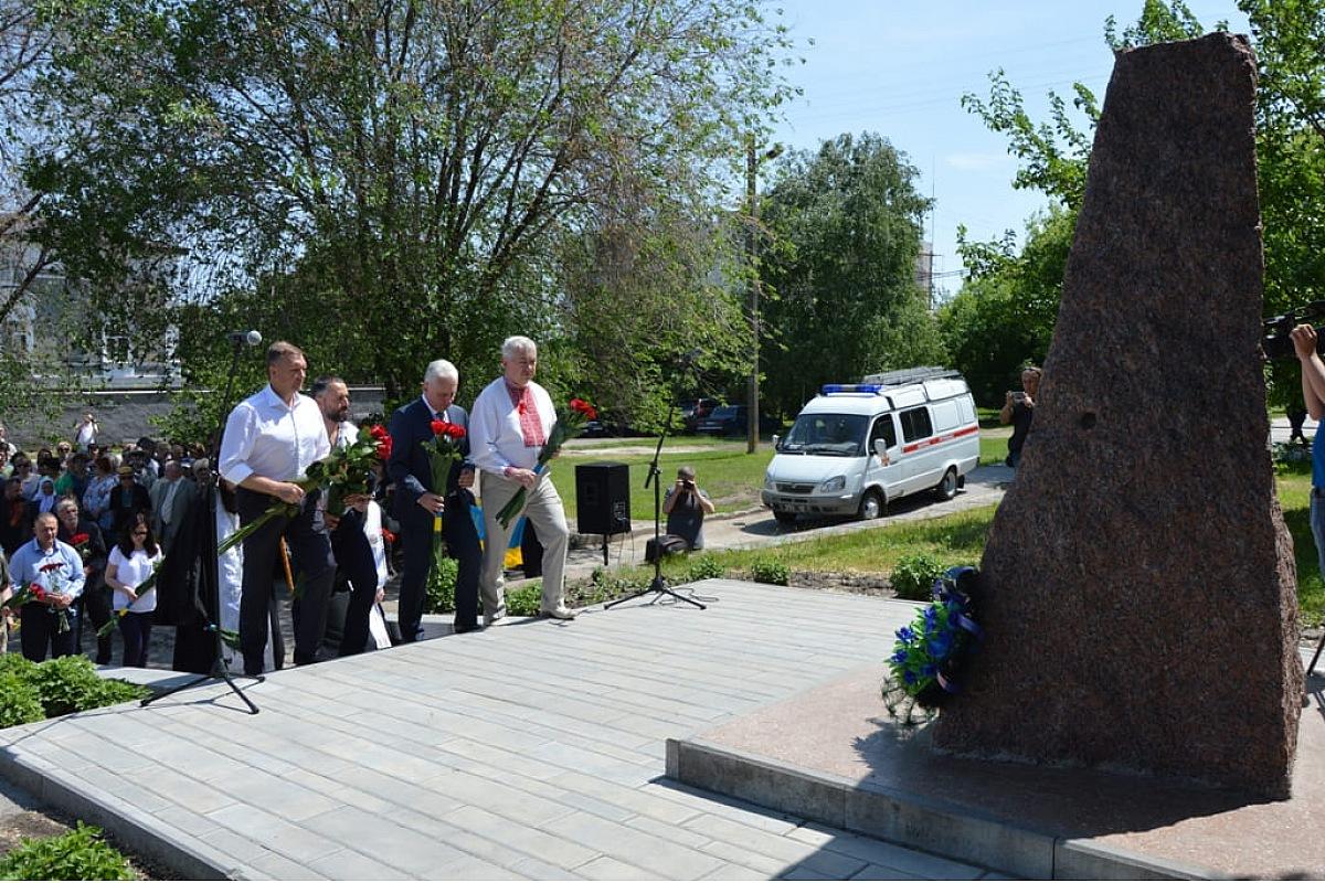 У Кропивницькому вшанували пам'ять жертв політичних репресій. ФОТО - 1 - Події - Без Купюр