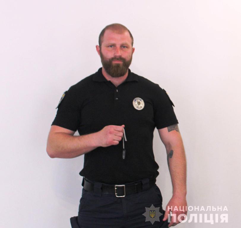 """Бійця роти """"Святослав"""" відзначили за порятунок дівчини, яка хотіла зістрибнути з мосту - 1 - Життя - Без Купюр"""