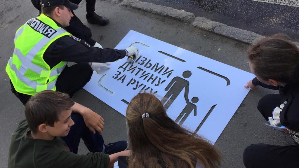 На дорогах Кропивницького з'явились застережні написи для пішоходів. ФОТО 2 - Життя - Без Купюр