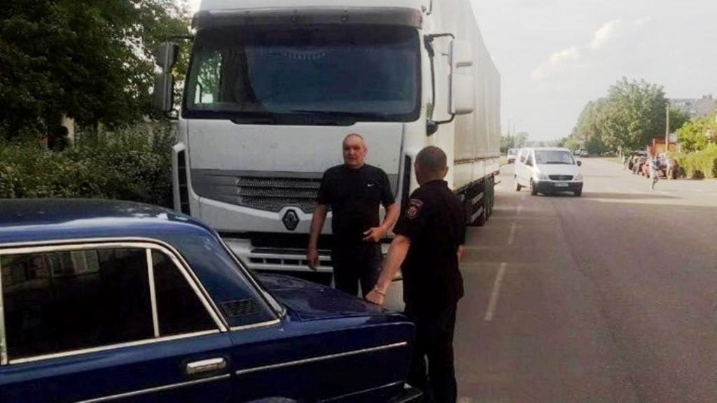 В Олександрії водію, який припаркував фуру у центрі міста, виписали адмінпротокол - 1 - Події - Без Купюр