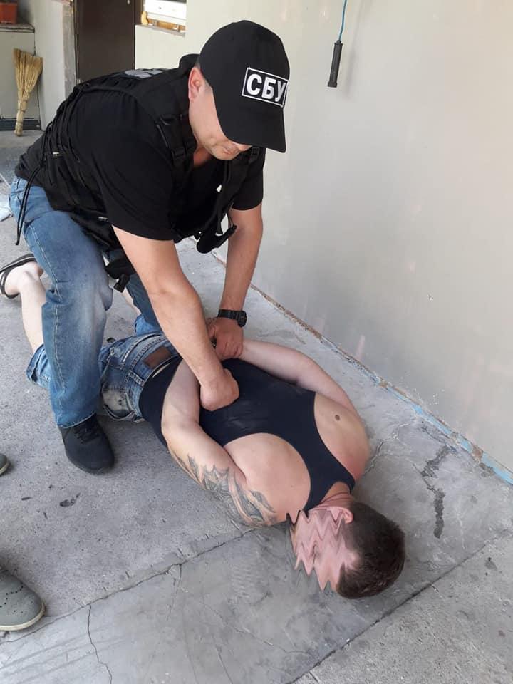 За підозрою у збуті наркотиків у Кропивницькому затримали військового. ФОТО - 2 - Кримінал - Без Купюр