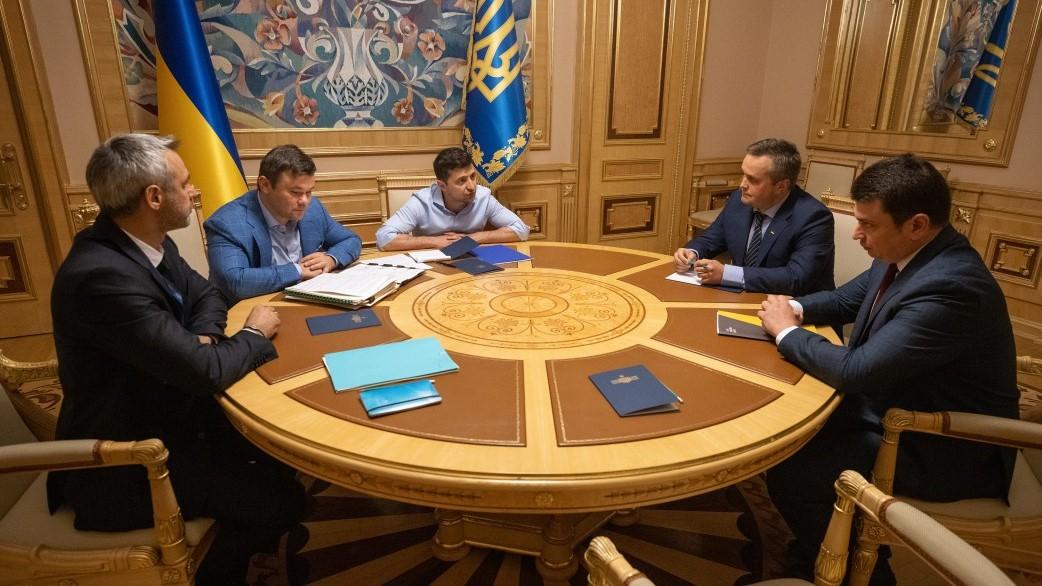 Президент дав Ситнику й Холодницькому три місяці, щоб показати спроможність карати корупціонерів - 1 - Україна сьогодні - Без Купюр