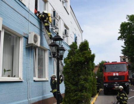 У Кропивницькому на території управління поліції провели протипожежні навчання. ФОТО